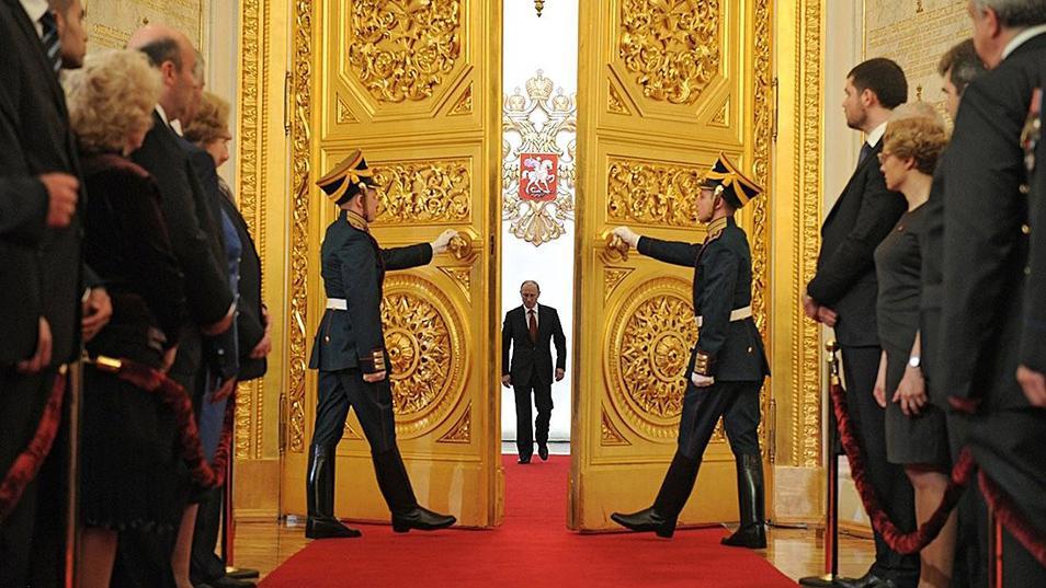 Nhin lai 18 nam thang tram cua Tong thong Nga Putin hinh anh 5