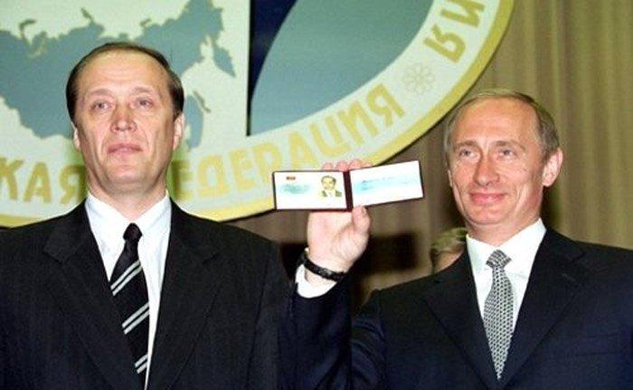 Nhung hinh anh hiem ve le nham chuc lan dau tien cua Tong thong Putin 18 nam truoc hinh anh 5