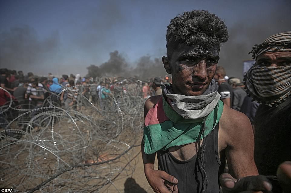 Anh: 'Ngay Thu Hai dam mau' tren dai Gaza, hang nghin nguoi thuong vong hinh anh 4