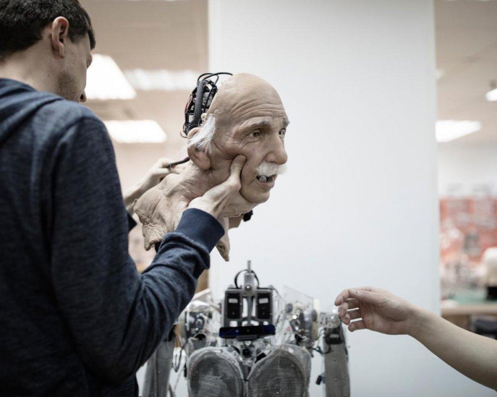 Su that robot muon 'huy diet loai nguoi', tuyen bo co the lam tong thong tot hon ong Trump hinh anh 4