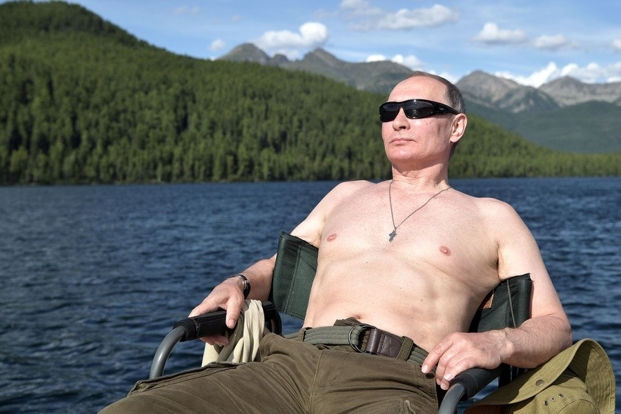 Tong thong Putin noi gi ve nhung buc anh de nguc tran khien truyen thong 'day song'? hinh anh 2