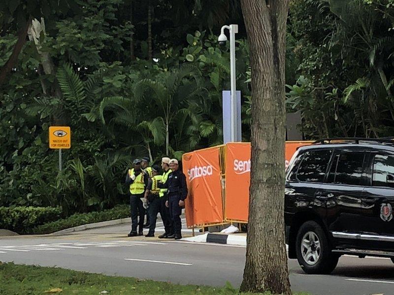 Anh: Khong khi tai Singapore 'nong' len cung Hoi nghi thuong dinh My - Trieu hinh anh 1