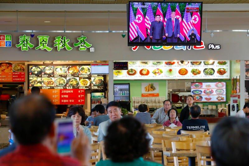 Anh: Khong khi tai Singapore 'nong' len cung Hoi nghi thuong dinh My - Trieu hinh anh 7