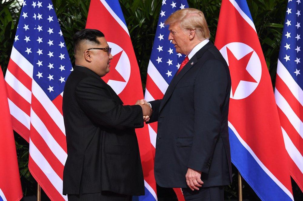 'Lien minh ngam' sau lung Tong thong Trump muon lat do thoa thuan lich su My - Trieu? hinh anh 1