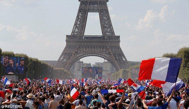 Video, hinh anh: Paris 'rung chuyen' mung tuyen Phap vo dich World Cup 2018 hinh anh 5