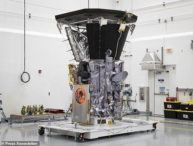 NASA phong tau khong gian 'duoi theo' mat troi hinh anh 1