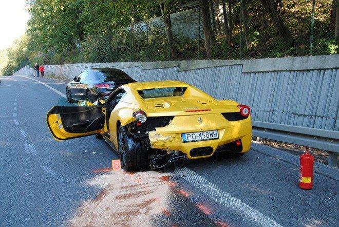 Dua voi Ferrari, tai xe Porsche Cayenne gay tai nan chet nguoi hinh anh 2