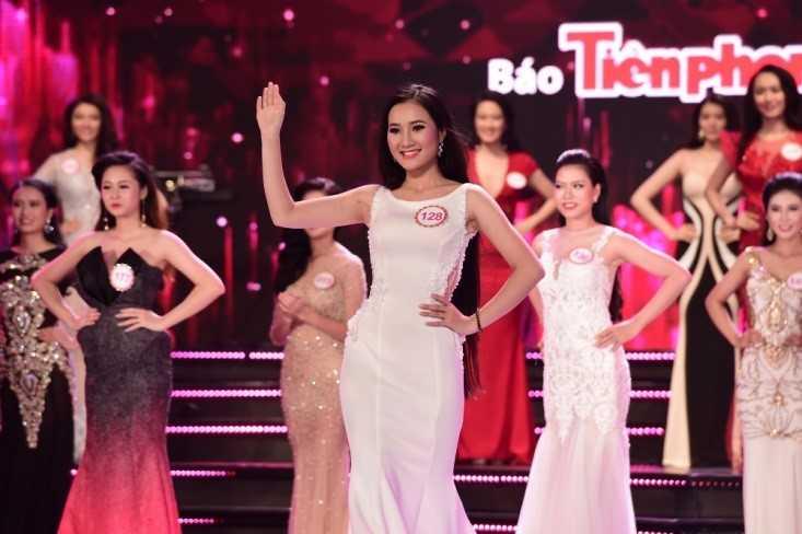 Truong Nam Thanh 'bung no' cung dan nguoi dep bikini hinh anh 20