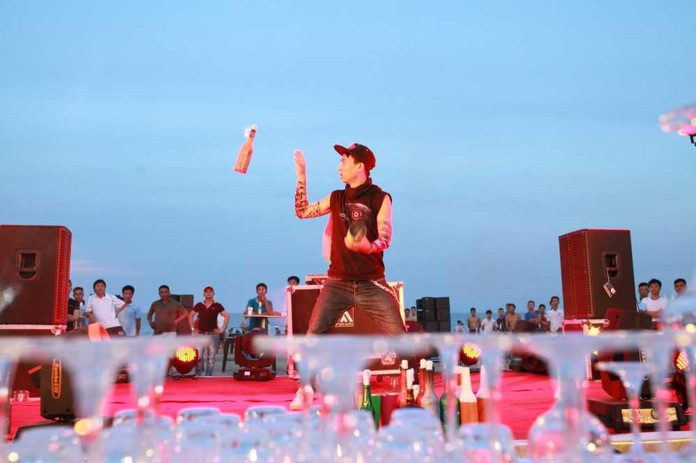 'Chay' het minh tai Bartender Show o Sam Son hinh anh 4
