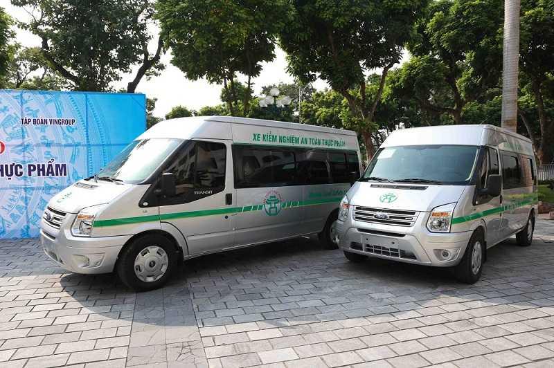Vingroup trao tang Thanh pho Ha Noi 3 xe kiem nghiem thuc pham hinh anh 4