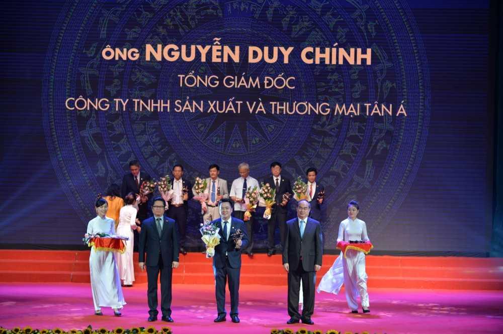 Tong Giam doc Tan A Dai Thanh vinh du nhan giai Doanh nhan Viet Nam tieu bieu nam 2016 hinh anh 1
