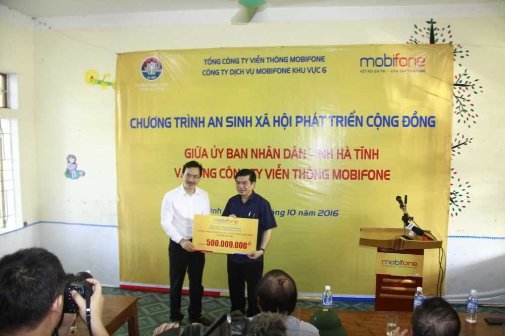 MobiFone ung ho dong bao vung lu tai Ha Tinh va Quang Binh hinh anh 2