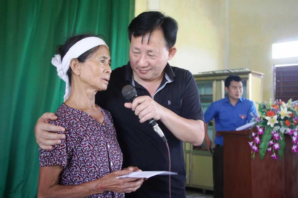Vinamilk truc tiep di cuu tro nguoi dan vung lu Ha Tinh, Quang Binh va ung ho 2 ty dong tien mat hinh anh 3