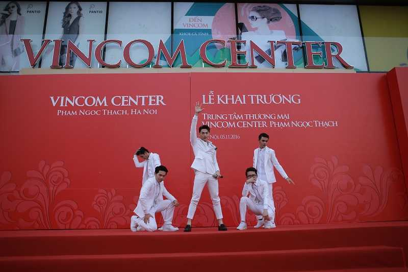 Khai truong Vincom Center Pham Ngoc Thach - Ha Noi hinh anh 2