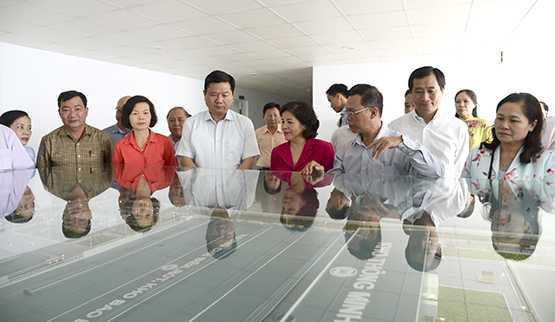Bi thu TP.HCM Dinh La Thang: 'Ho tro nong dan phat trien dan bo sua cao san' hinh anh 2