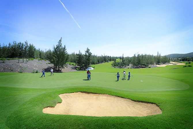 FLC Golf Championship 2017: Nhieu uu dai dac biet danh cho golfer hinh anh 2