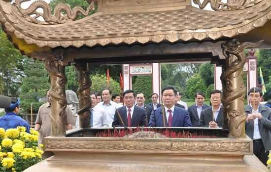 Pho Thu tuong Vuong Dinh Hue tham va lam viec tai Binh Dinh hinh anh 2
