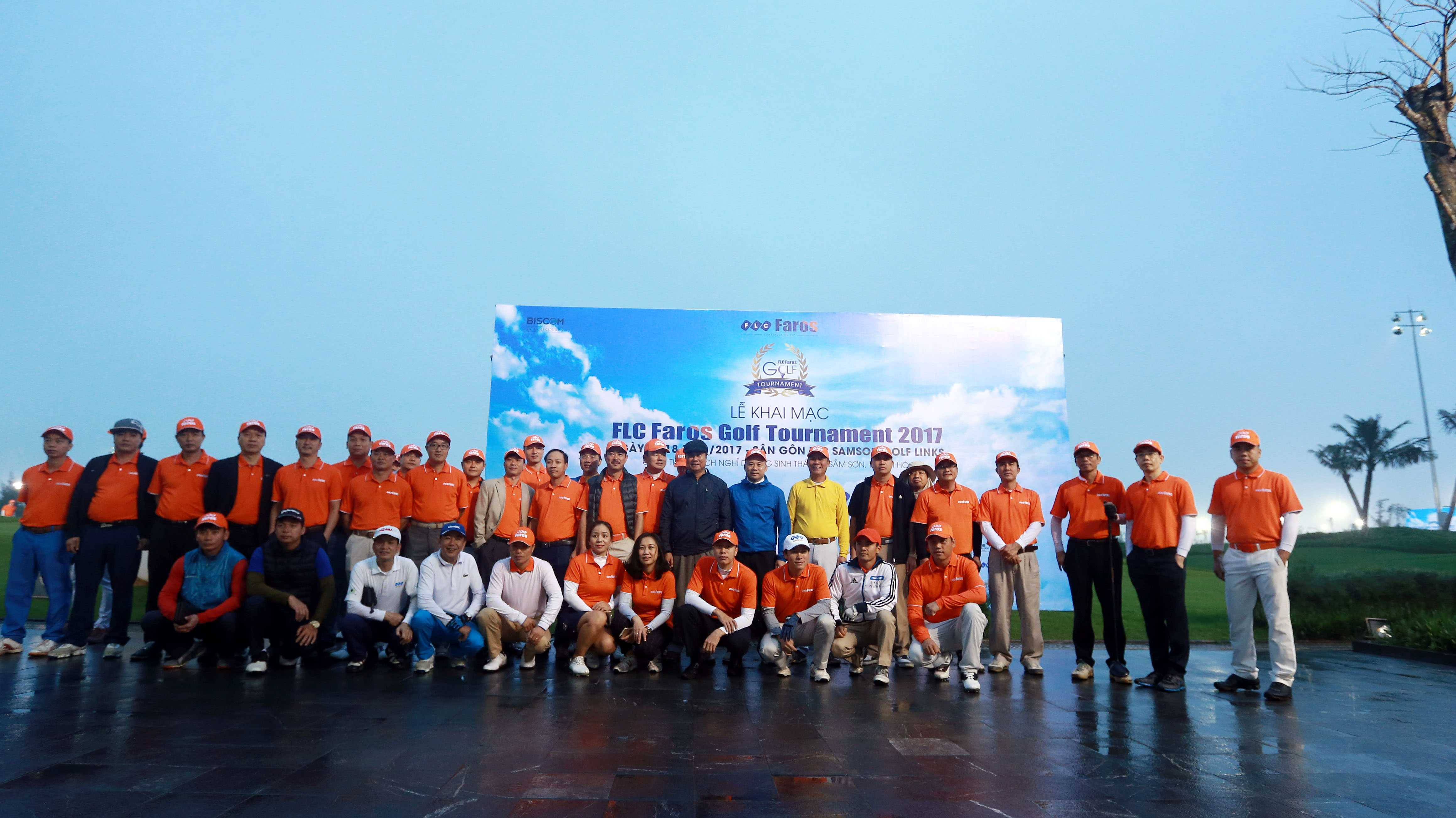 Hon 1200 golfer tranh tai tai FLC Faros Golf Tournament 2017 hinh anh 5
