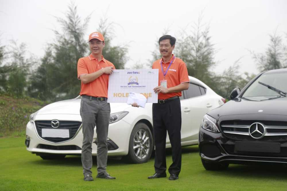 Ky tich 2 cu hole-in-one trung hon 10 ty trong cung mot ngay hinh anh 4