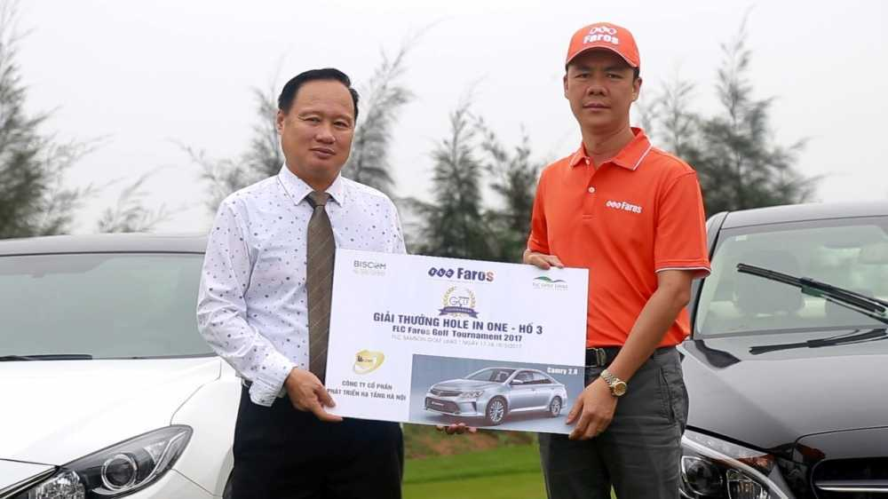 Ky tich 2 cu hole-in-one trung hon 10 ty trong cung mot ngay hinh anh 3