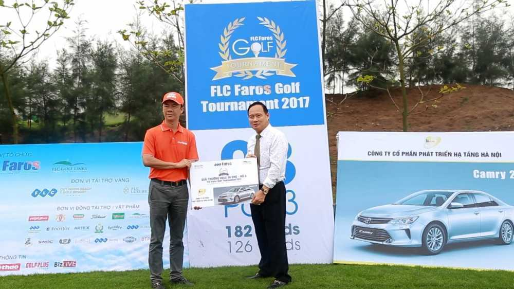 Ky tich 2 cu hole-in-one trung hon 10 ty trong cung mot ngay hinh anh 2