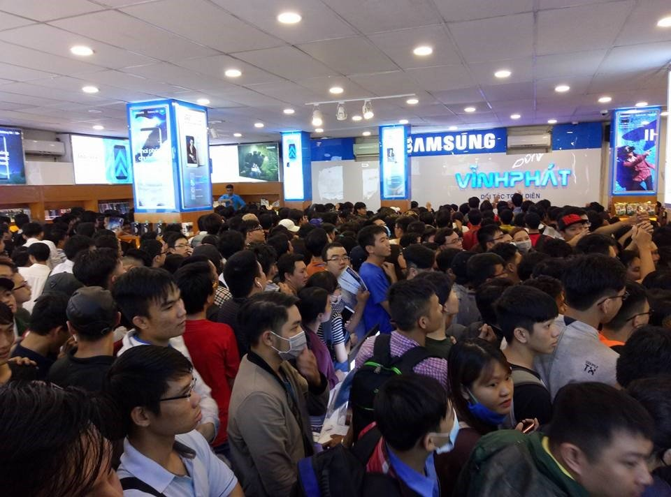 Samsung Galaxy Note 7 phien ban cu va moi 'bat ngo' duoc ban voi gia 7.000 dong tai Vinh Phat Mobile hinh anh 2
