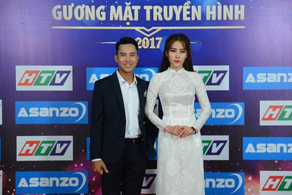Hoa khoi Nam Em lan dau tien trinh dien ca khuc do chinh co sang tac ve cha hinh anh 3