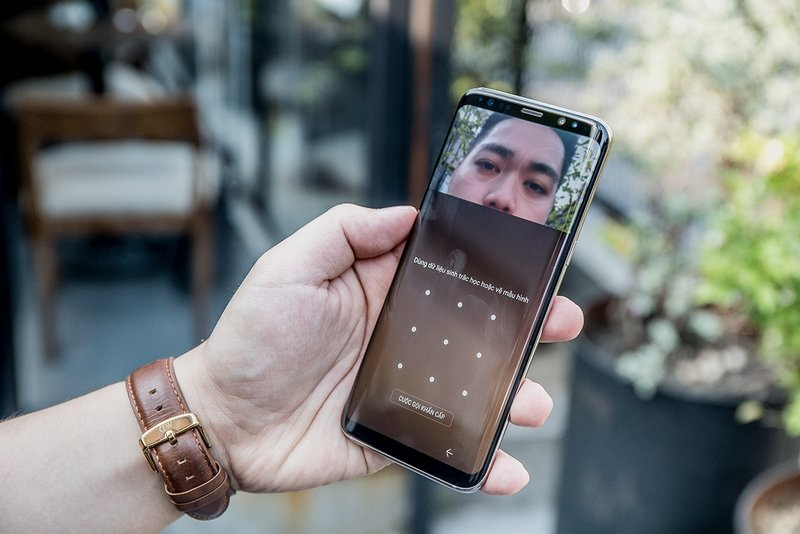 Danh gia Samsung Galaxy S8 va S8+: Man hinh vo cuc, cau hinh manh me voi nhieu dot pha hinh anh 7