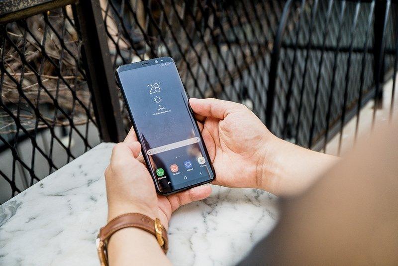 Danh gia Samsung Galaxy S8 va S8+: Man hinh vo cuc, cau hinh manh me voi nhieu dot pha hinh anh 8