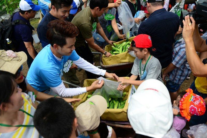 Dien vien Huy Khanh, Hong Phuc tranh tai trong vuon rau sach hinh anh 3