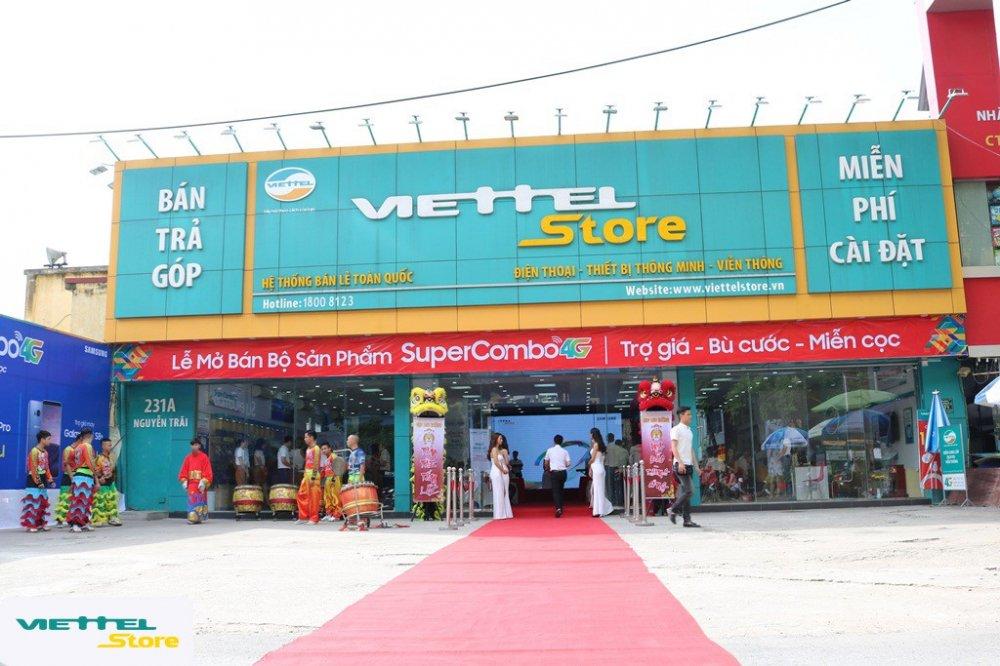 Gioi tre do xo di mua dien thoai Samsung trong ngay dau mo ban 'Super Combo 4G' tai Viettel Store hinh anh 1