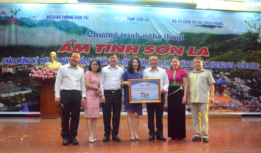 Tap doan Tan A Dai Thanh dong hanh cung ba con vung lu Son La hinh anh 2