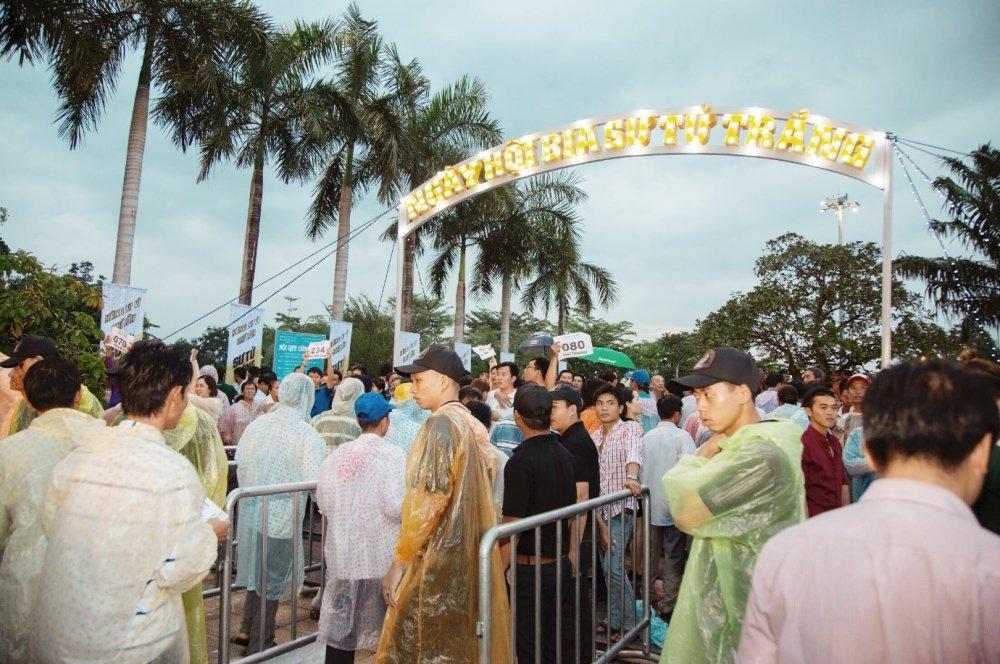 5.000 anh em doi mua tham du 'le hoi bia Su Tu Trang – Nang ly vi chi lon' tai Cao Lanh, Dong Thap hinh anh 1