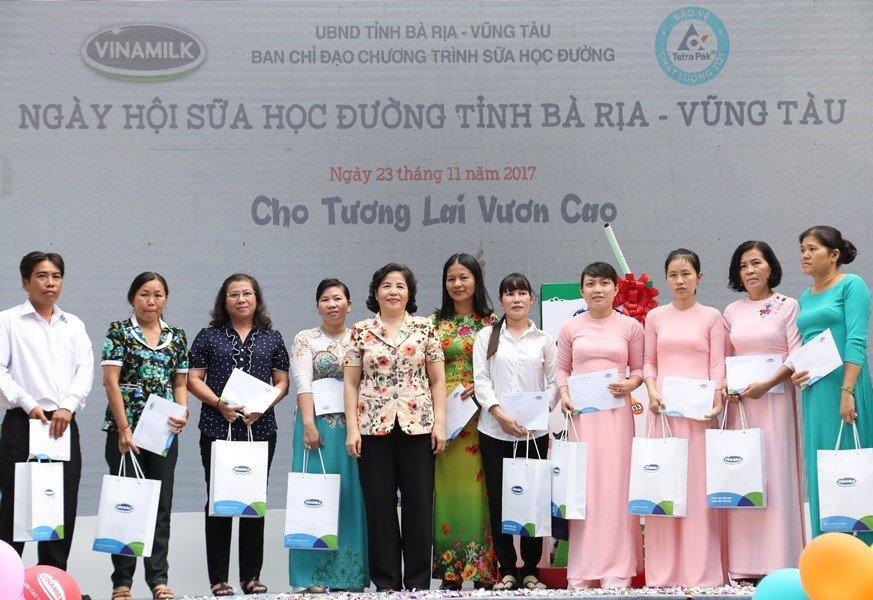 10 nam tien phong va dong hanh cung chuong trinh 'Sua hoc duong' vi mot Viet Nam vuon cao hinh anh 2