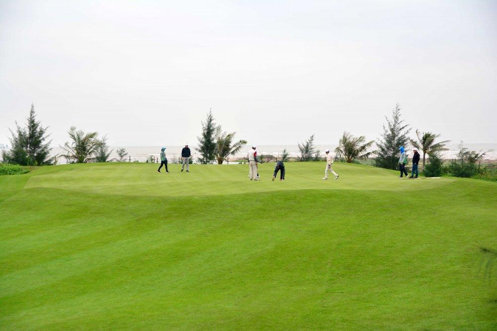 Giai SMic Golf Challenge Tournament 2017 chinh thuc khai mac voi hon 1000 gon thu tham gia tranh tai hinh anh 4
