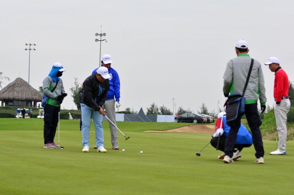 Giai SMic Golf Challenge Tournament 2017 chinh thuc khai mac voi hon 1000 gon thu tham gia tranh tai hinh anh 5