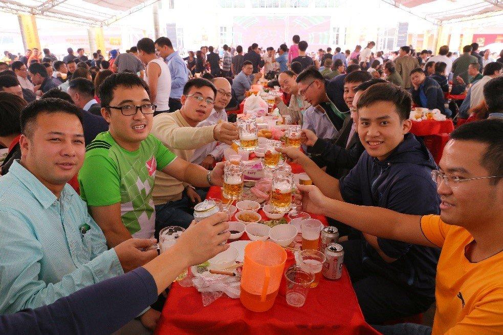 Hon 20.000 nguoi tham du Ngay hoi Bia Ha Noi 2017 hinh anh 2