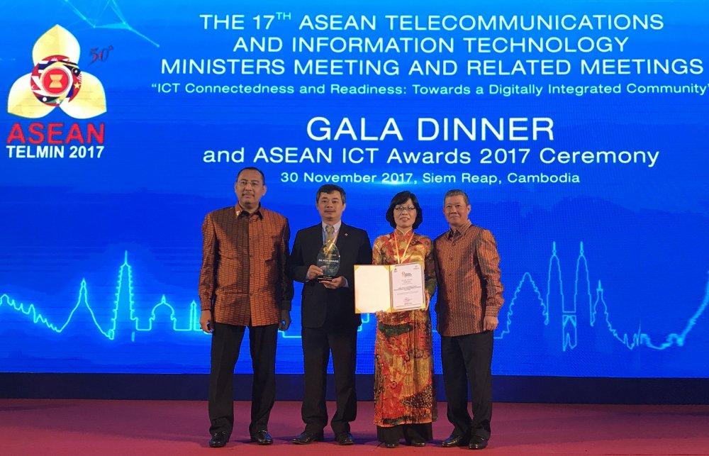 Phan mem ngan hang Viet chinh phuc ASEAN ICT Awards hinh anh 1