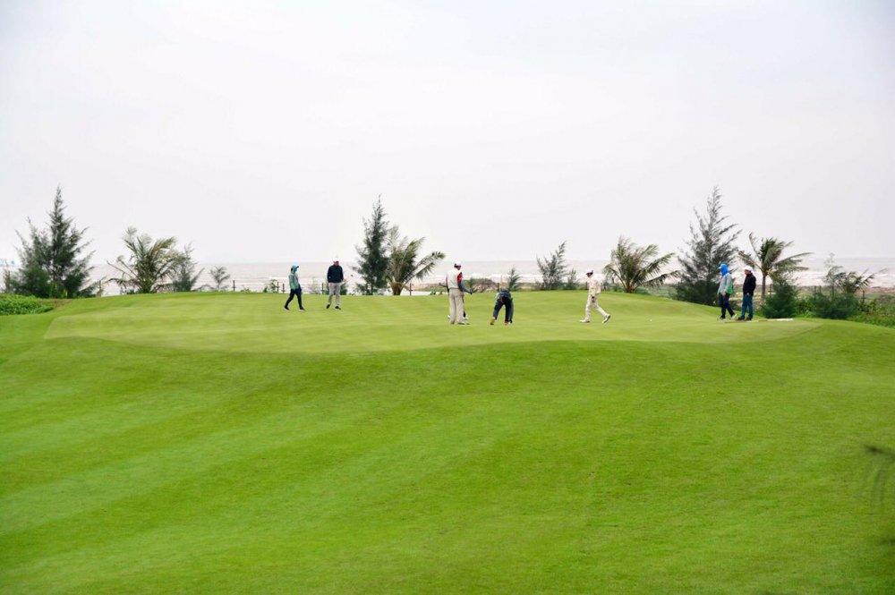 Tham gia FLC Golf Championship 2018: Tau condotel, trung xe sang hinh anh 3