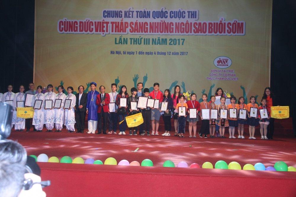 Chung ket 'Cung Duc Viet thap sang nhung Ngoi sao buoi som' lan thu 3 – 2017 hinh anh 2