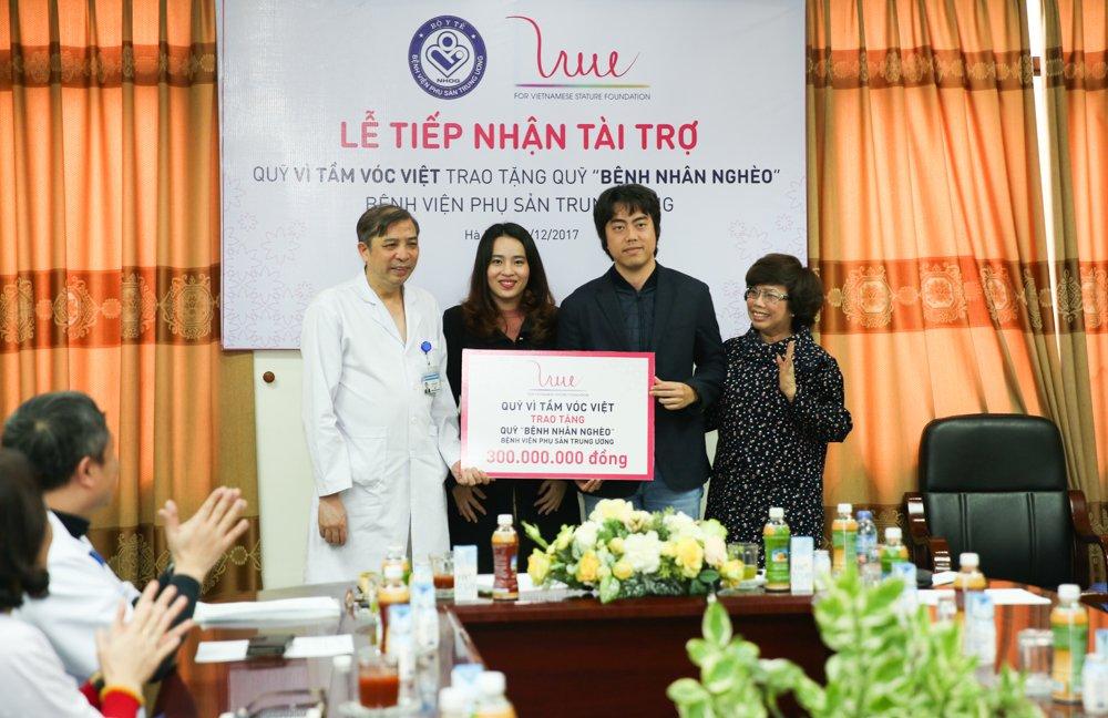 Quy Vi Tam Voc Viet trao tang 300 trieu dong cho benh nhan ngheo Vien C hinh anh 1
