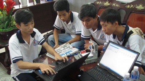 Sang che may ve bang phan mem may tinh cua 2 hoc sinh Tien Giang hinh anh 1
