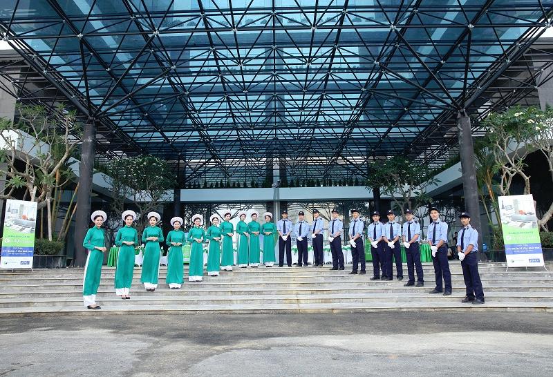TTTM EcoLife Capitol: Khai truong tung bung - Mung don Giang sinh hinh anh 2