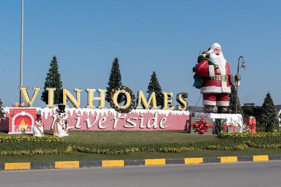 Cu dan Vinhomes Riverside tat bat trang hoang nha cua don Giang Sinh hinh anh 1