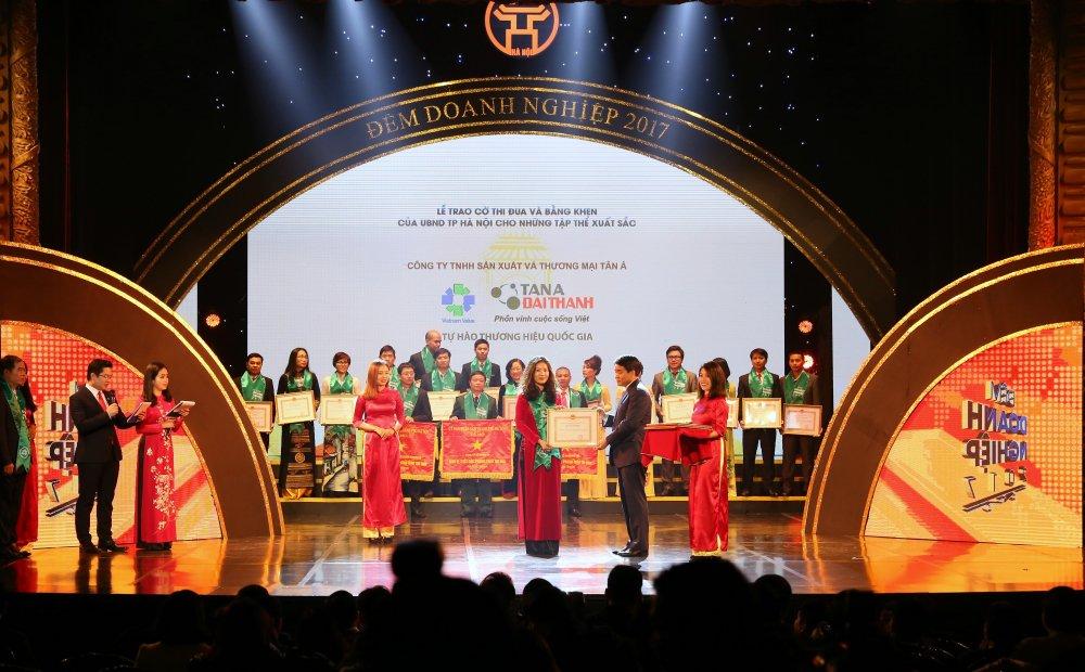 Ton vinh cac thuong hieu hang dau trong 'Dem Doanh nghiep 2017' hinh anh 1