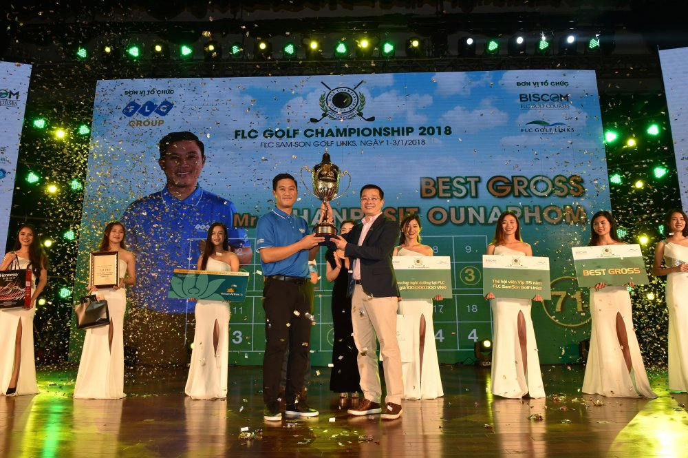 Golfer nguoi Lao Chanpasit Ounaphom vo dich giai FLC Golf Championship 2018 hinh anh 1