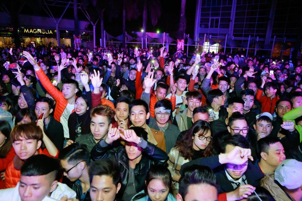 'Chao 2018' - Halong Marine Plaza bung no voi JustaTee, Giang Hong Ngoc, Hanh Sino hinh anh 1