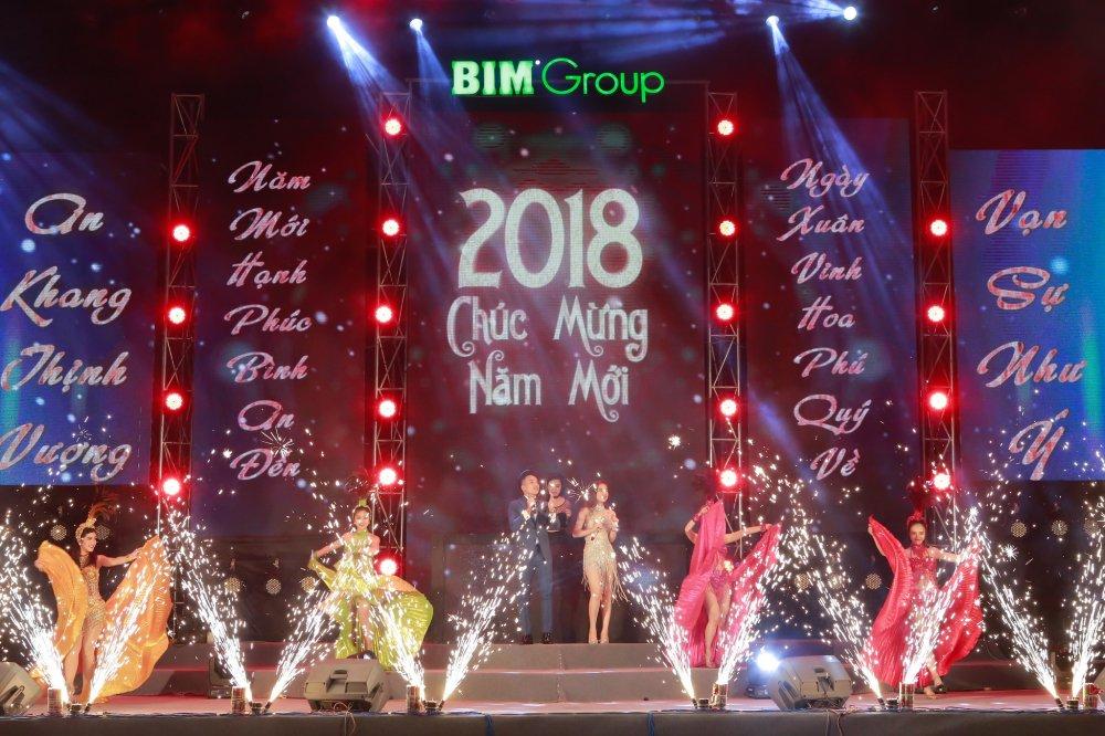 'Chao 2018' - Halong Marine Plaza bung no voi JustaTee, Giang Hong Ngoc, Hanh Sino hinh anh 12