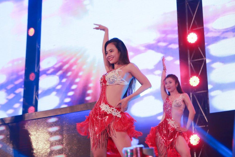 'Chao 2018' - Halong Marine Plaza bung no voi JustaTee, Giang Hong Ngoc, Hanh Sino hinh anh 5