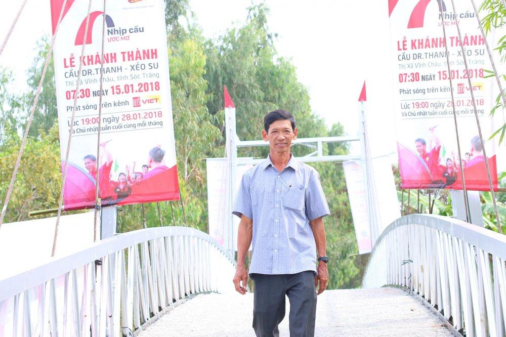 Tra Dr Thanh trao cay cau uoc mo cho ba con Khmer truoc Tet Nguyen dan hinh anh 2